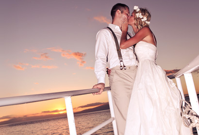 Newly wed couple kissing on the bow of the Leilani Yacht private tour.